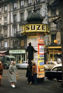 L'ascension de la colonne Morris © Robert Doisneau - 1957